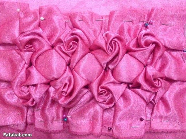 غرزه الورده جديده روعه اهداء لاختى حياه اليمن منتدى فتكات Fabric Manipulation Fabric Sewing