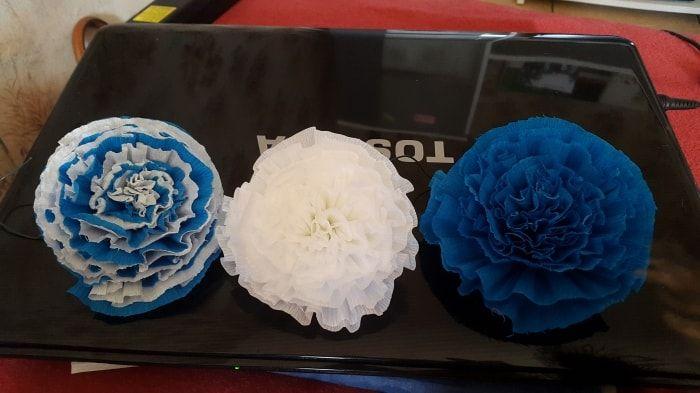 Voilà mes fleures en papier crépons et j'en ai un paquet à faire souhaitée moi…