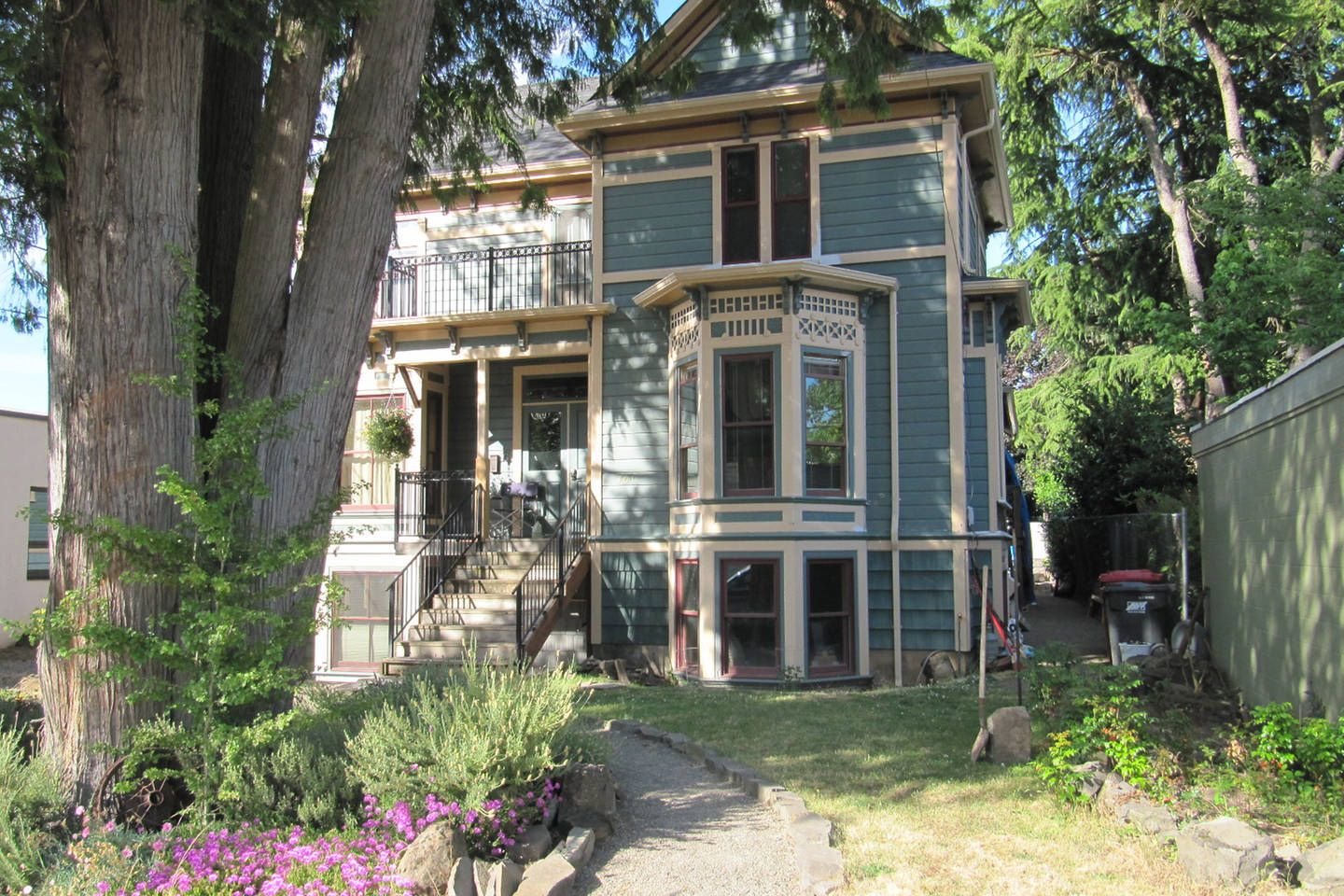 Charming Victorian Suite - vacation rental in Salem ...