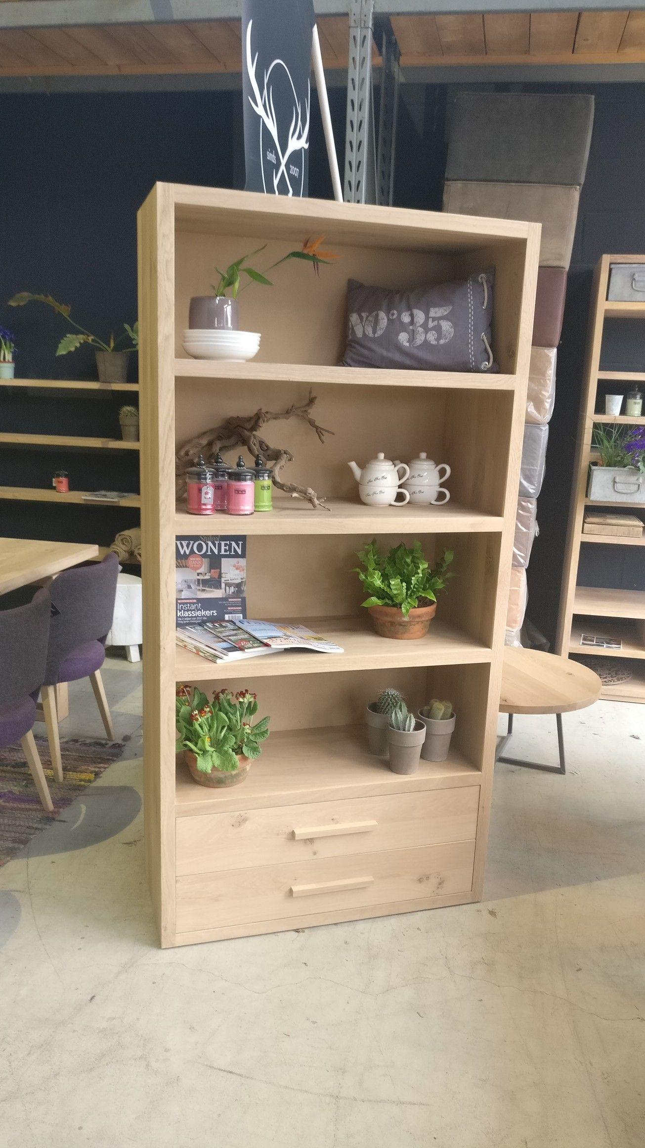 deze mooie massief eiken boekenkast vakkenkast kan voor vele doeleinden worden gebruikt en leent zich