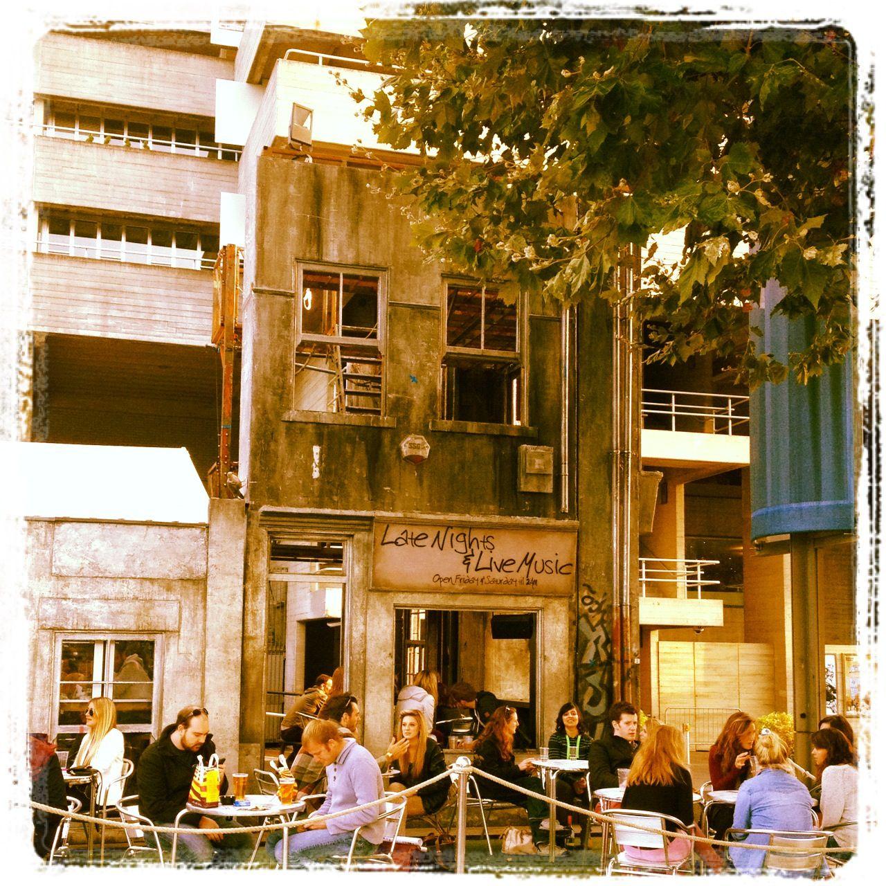 Waterloo bar London, Street view, Scenes