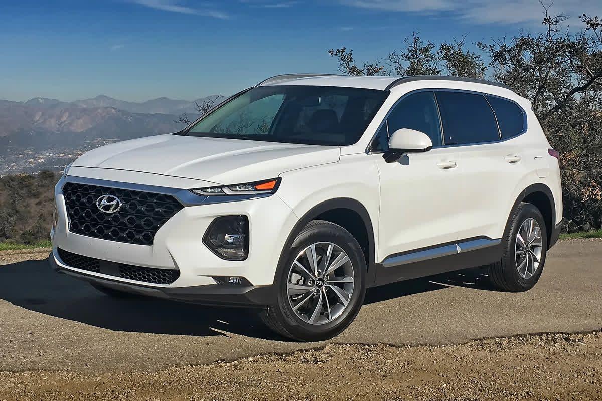 The 2019 Hyundai Santa Fe Gives You The Choice Of Awd Confidence With Hyundai S Htrac System That Controls Engine Power Hyundai Santa Fe Hyundai Cars Hyundai