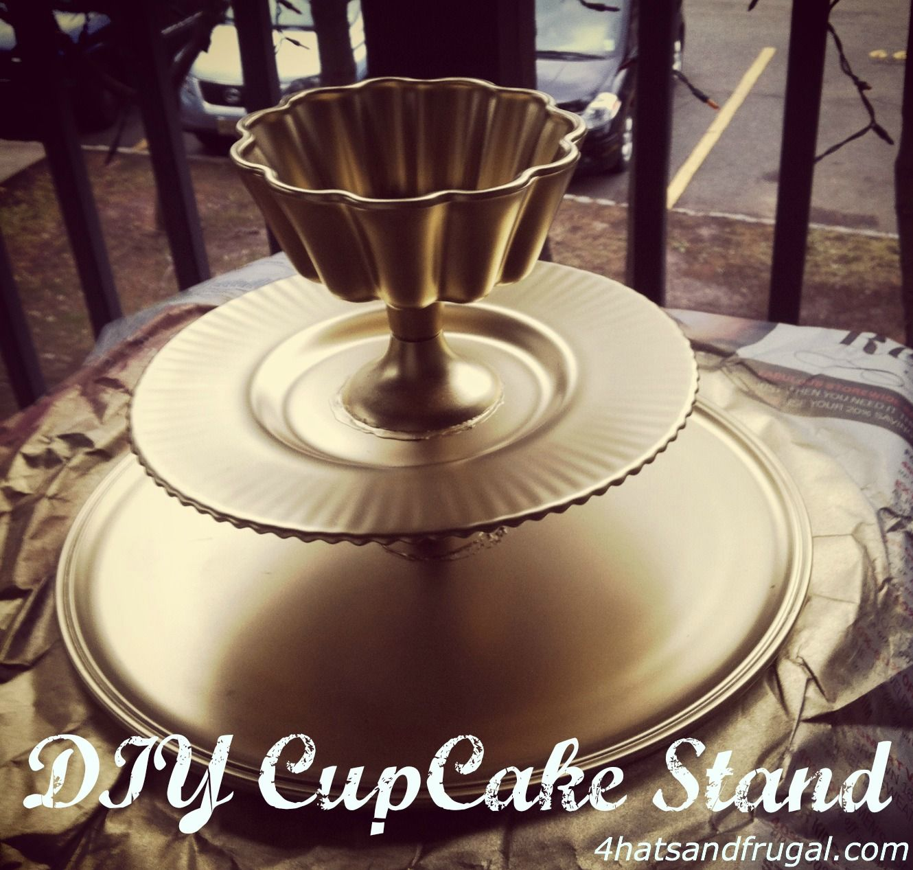 4 Hats and Frugal: DIY Cupcake Stand