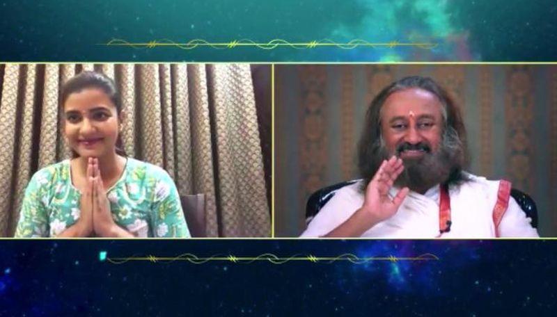 Aishwarya Rajesh engages in a candid conversation with Gurudev Sri Sri Ravishankar on Sinthanaigal Simplified