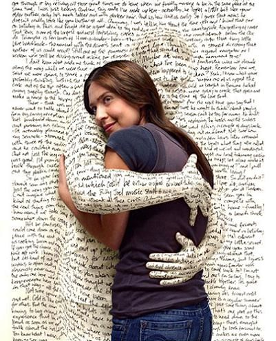 Resultado de imagem para abracar um livro