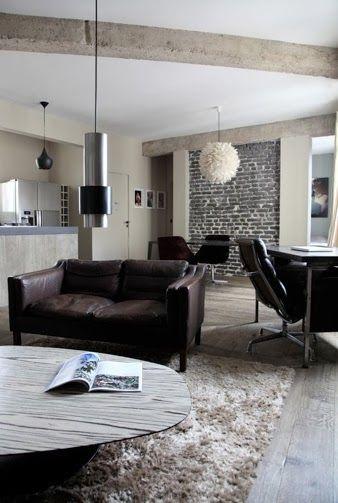 UN MUR DE BRIQUES NOIRES Salons, Interiors and Brick wall interiors