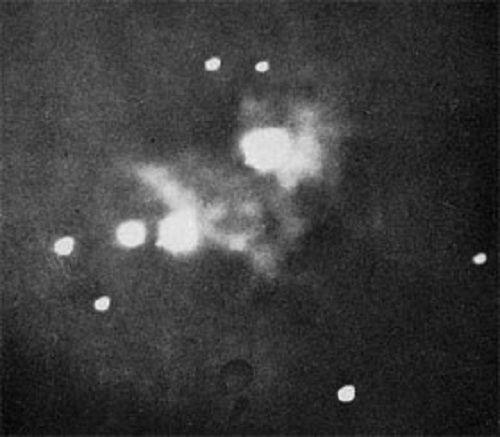 1880 - La primera foto telescópica de la nebulosa de Orión obtenida Henry Draper