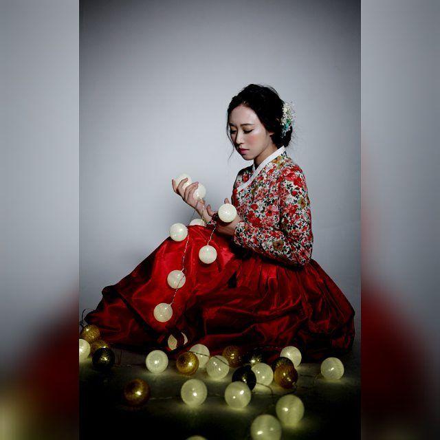 "239 Likes, 5 Comments - 한복디자이너이선영 (@leesunyoung_hanbok) on Instagram: ""너무너무 아름다운 작품사진입니다. 한복의 아름다움을 잘표현해준 #모델신현미  #포토담시인  모델분과 작가님께 감사드려요. #한복모델 #한복패션쇼 #한복쇼 #이선영한복…"""