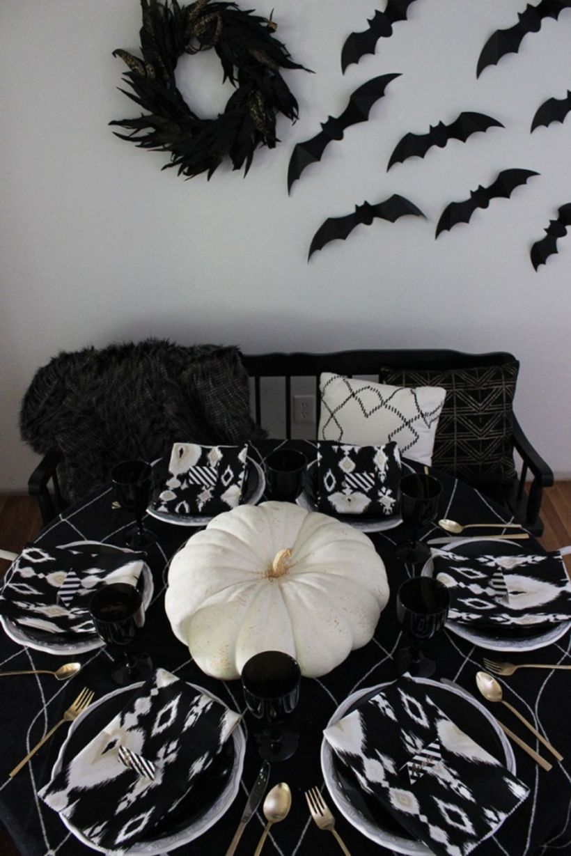 30 Elegant Black and White Thanksgiving Decoration Ideas - Elegant Halloween Decor