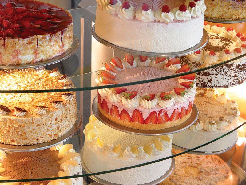 Unser angebot kaffee und kuchen aus der hauseigenen for Kuchen komplett angebot