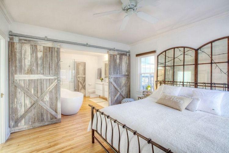 Schiebetüre aus Holz verleihen dem Interieur einen
