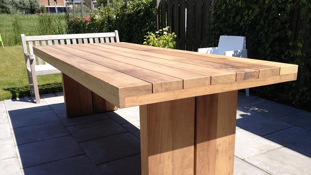 Mooie steiger houten tafel vloer of terras? bescherm het hout