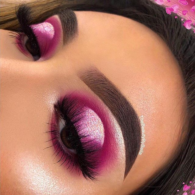 This picture is just GOALS! We are always looking for new eyeshadow looks and tutorials for eye colors. Our calendar will help you stay on top of when the latest makeup eyeshadow palettes are being released! #eyeshadowlooks