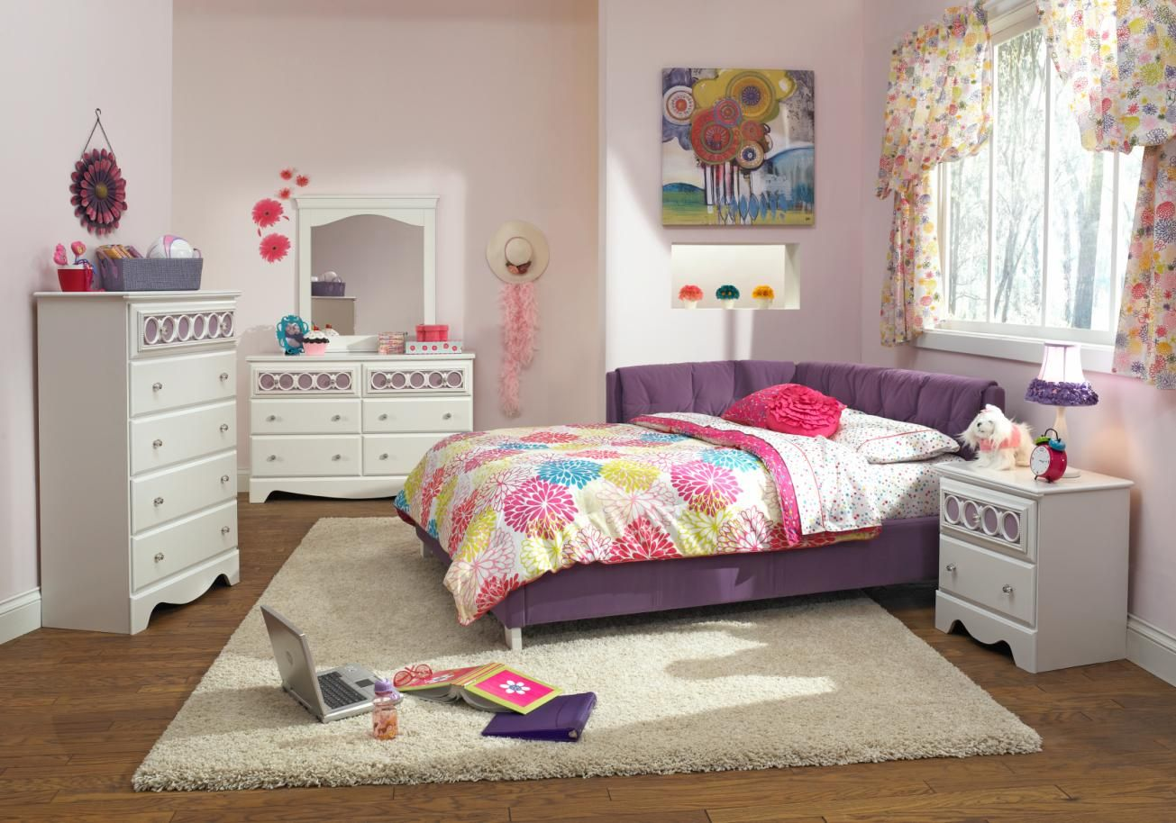 Our Jordan corner bed is perfect for a girl's room! Bed