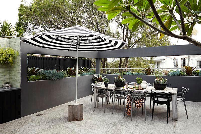 Terraza De Diseño Moderno En Gris Blanco Y Negro Patio