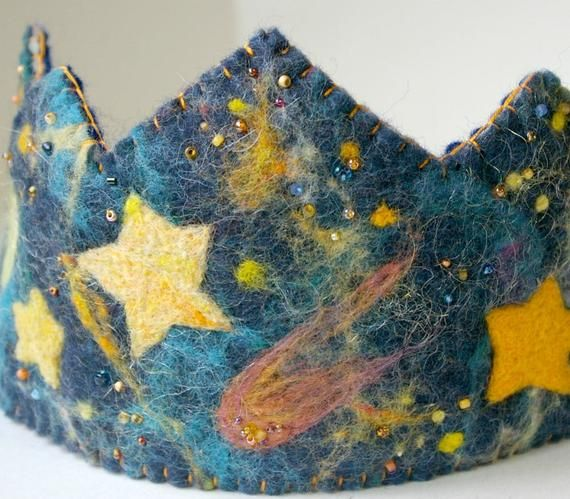 Items op Etsy die op Star Birthday Crown:  Waldorf Inspired Wool Felt Crown (Stars and Space Galaxy Design) lijken #feltcrown