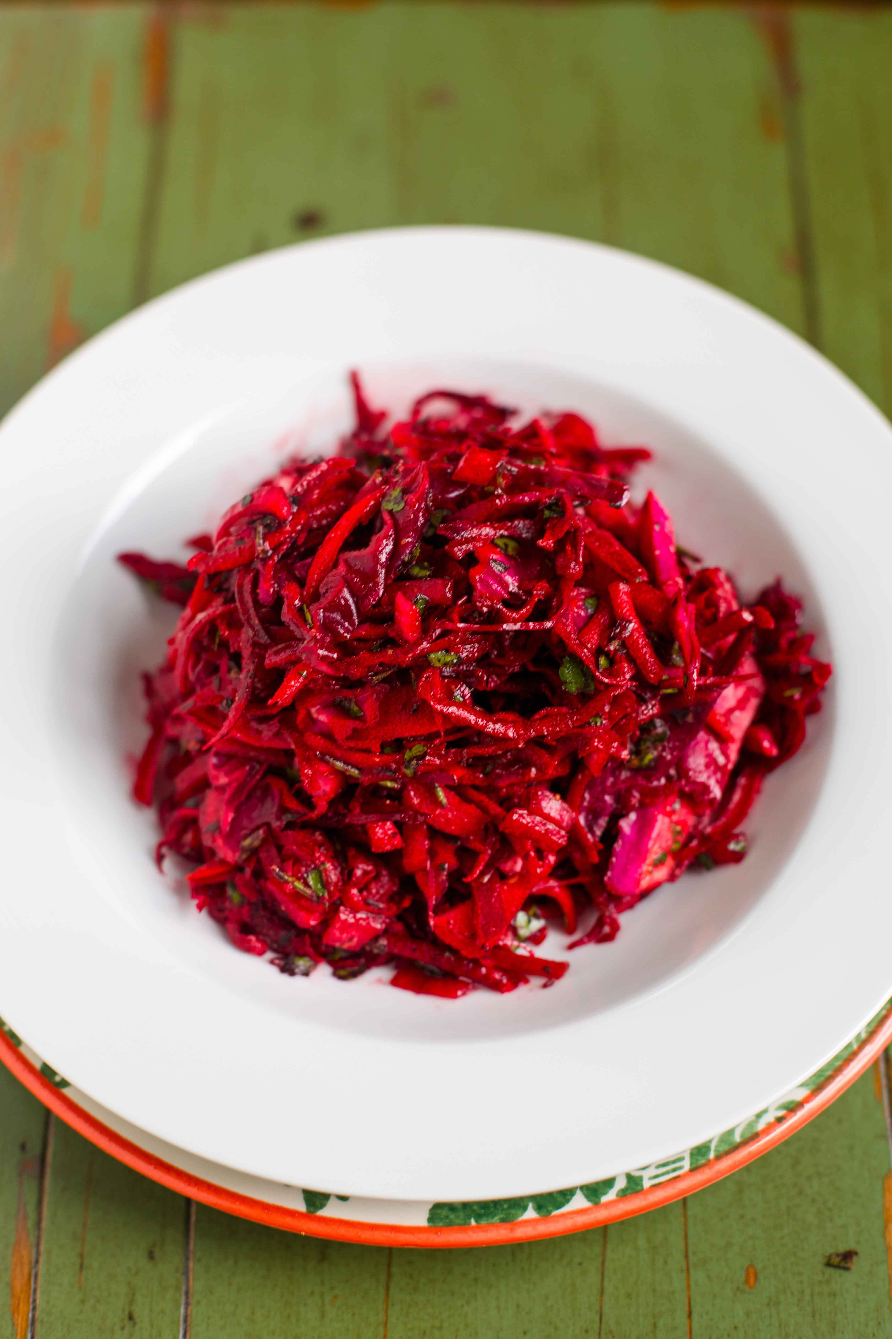 Pickled cabbage with beets: cooking recipes 65