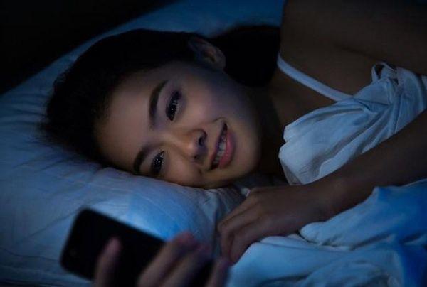 Por que você não deve deixar o seu #celular  carregando a noite toda? Entenda https://t.co/7KeAKDoeY9 https://t.co/BQvEhpb9qQ