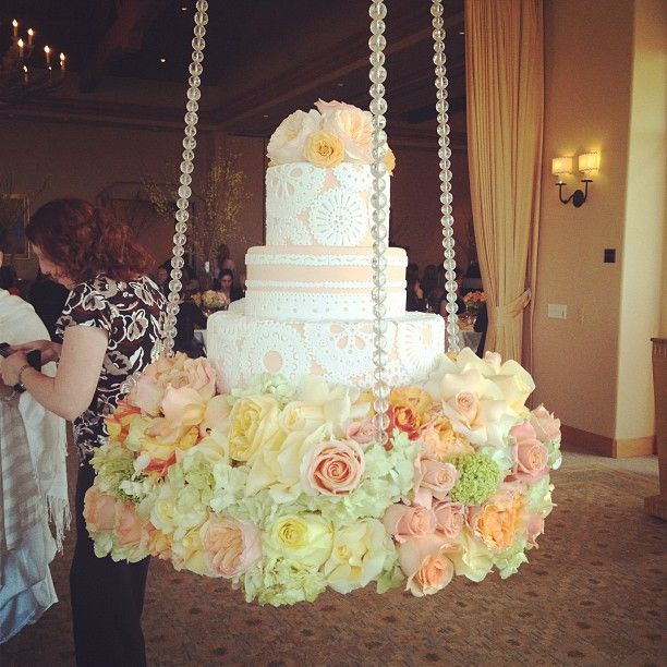 suspended wedding cake designs hanging wedding cake this is cool but with my luck the 20664