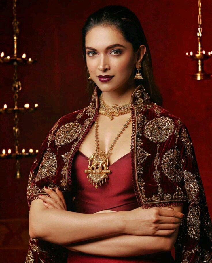 Pin by 𝓛𝓪𝔂𝓫𝓪🦋 on ☆DΣΣPIҜΔ PΔDUҜΩΠΣ☆ | Bollywood ...
