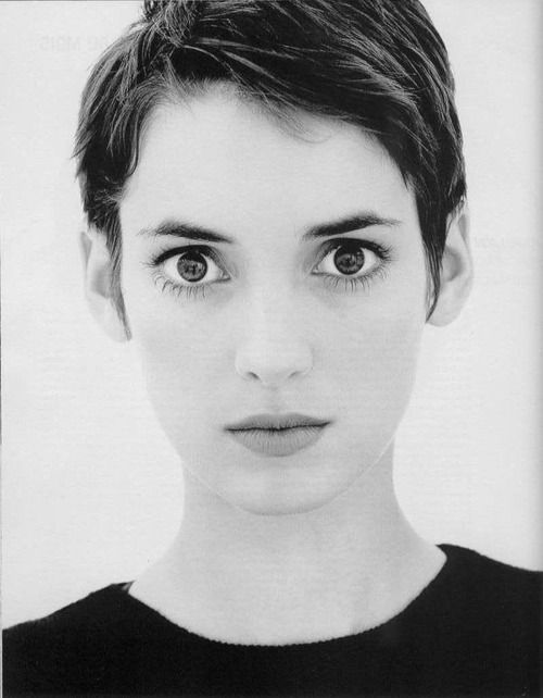 Wino S Pixie In The 90s Girl Haircuts Winona Ryder Face