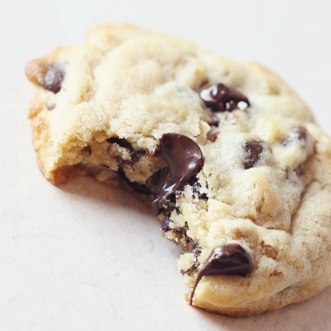 New blog post :, If you love chocolate chip cookies like this one. Than grab the recipe on my blog. Link to recipe in my profile ☝  #chocolatechip #pecan #southern