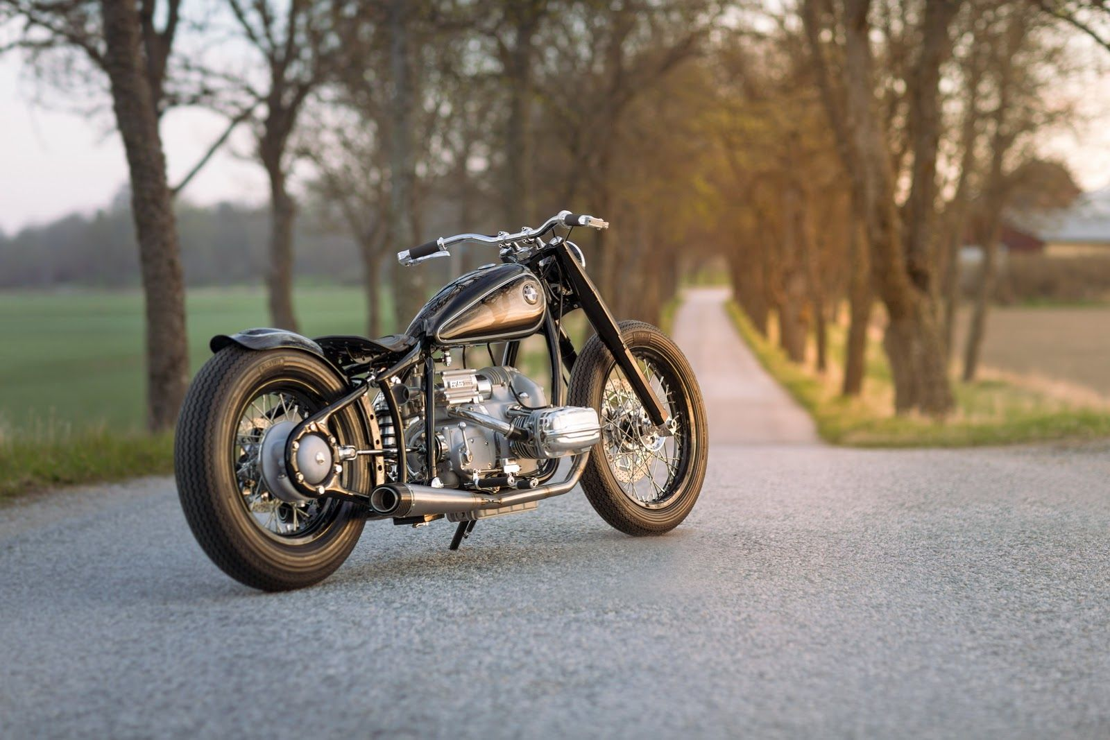 Hot off the wheels of the BMW 2002 Hommage today, the automaker's Motorrad brand (its cooler half) is also remembering something else that was great from the last century with the 1930's-styled R 5 Hommage.