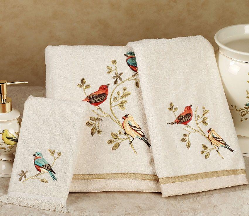Decoraci n con toallas bordadas pajarito y casa for Adornos con toallas