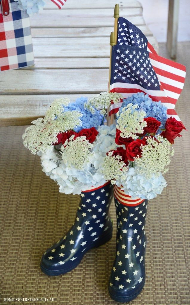 Stars & Stripes blooming wellies | ©homeiswheretheboatis.net #4thofjuly #flowers #redwhiteandblue #wellies #flag