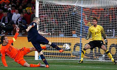 We Watch The World Cup For Moments Like This In The 116 Of The Final In 2010 Iniesta Fires Past Stekelenburg To Win 1 0 W Iniesta World Cup World Cup Final