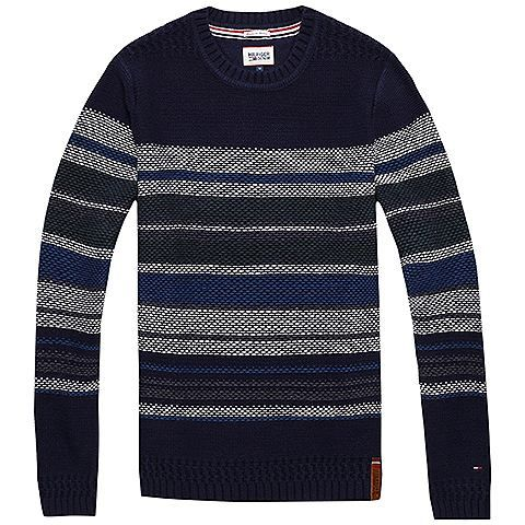 Gerade geschnittener Pullover mit tiefem Rundhalsausschnitt. Das Tommy Striped von Hilfiger Denim überzeugt mit schmalen Streifen und eingesticktem Flag-Label auf der Brust.60% Baumwolle, 40% Polyacryl...