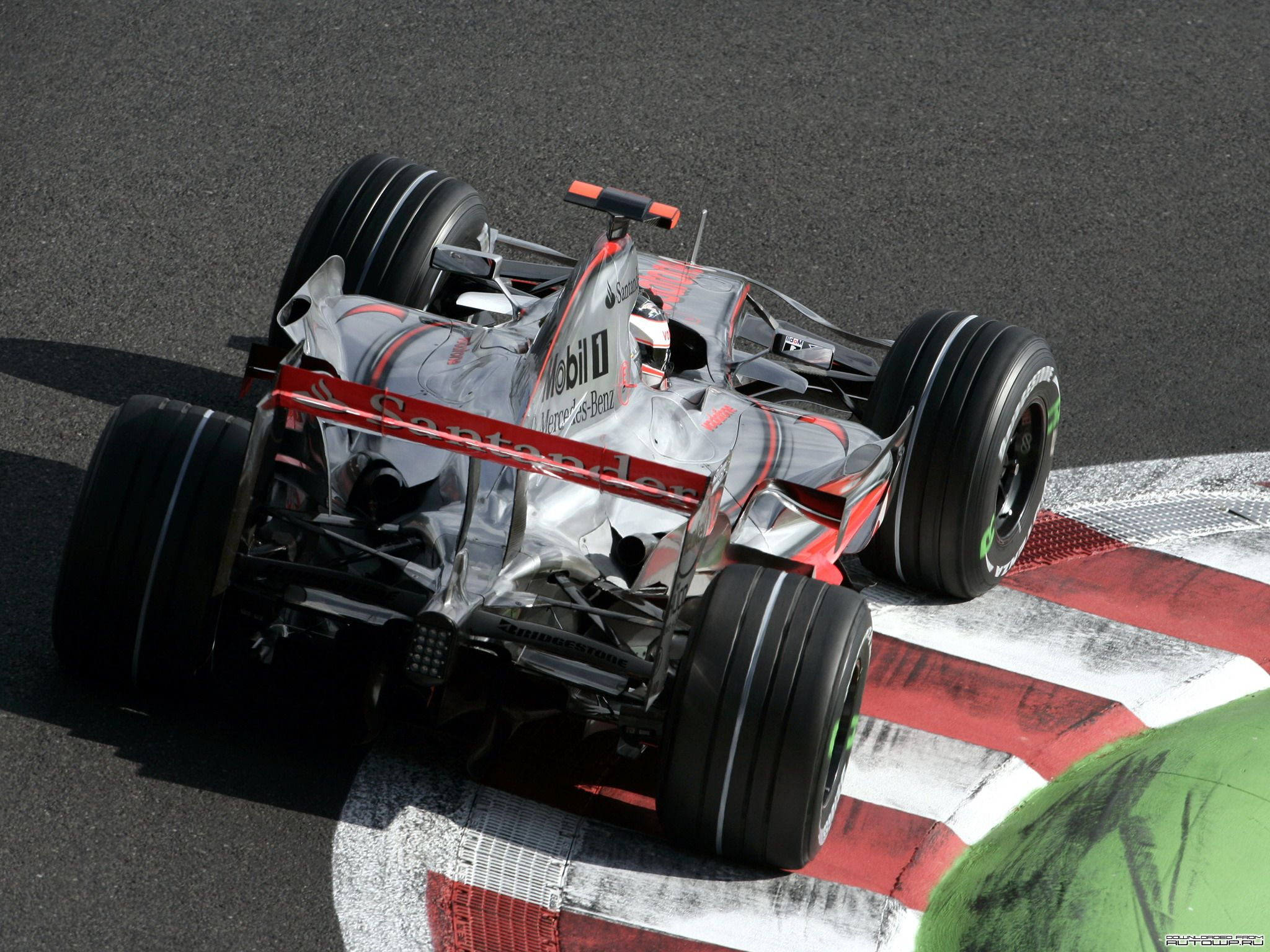 Formel 1 - Hintergrundbilder für den Desktop: http://wallpapic.de/sport/formel-1/wallpaper-21588