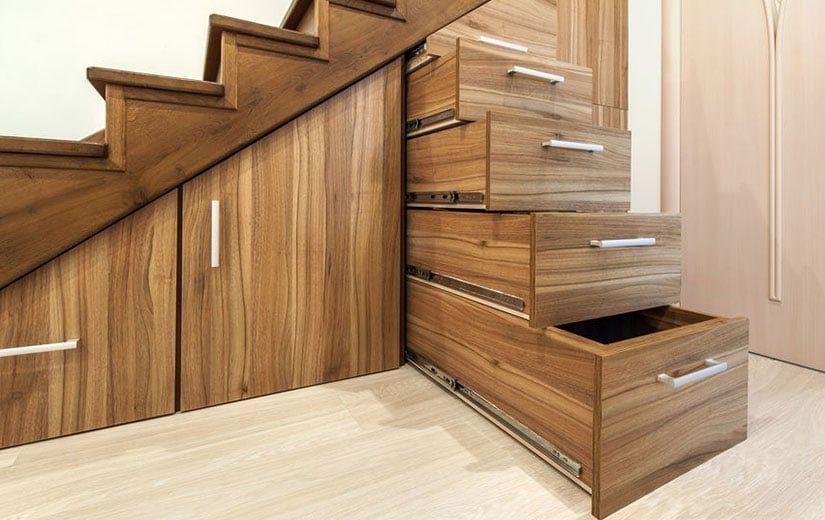 Amenagement Cellier Idees Conseils Pour Une Arriere Cuisine Organisee Escalier Bois Amenagement Sous Escalier Escalier Ouvert