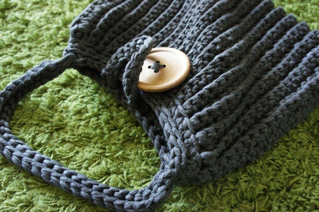anleitung gro e h keltasche aus textilgarn lila erdbeere h keln und stricken pinte. Black Bedroom Furniture Sets. Home Design Ideas