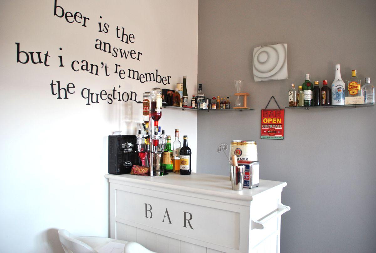 Diversi suggerimenti per arredare la tua abitazione anche se disponi di poco spazio. Piccolo Angolo Bar Per Soluzione Salvaspazio Angolo Bar Bar In Casa Idee Bar