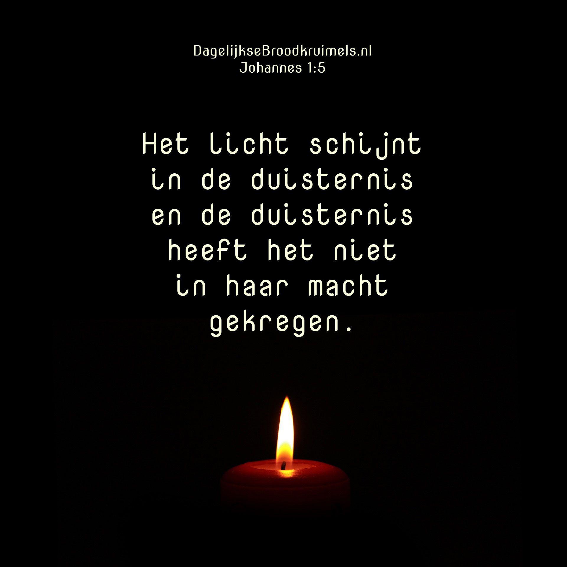 Christelijke Citaten Kerst : Het licht schijnt in de duisternis en heeft