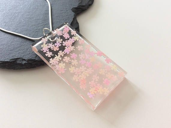 Beautiful resin flower pendant necklace resin jewellery clover beautiful resin flower pendant necklace resin jewellery clover glitter pendant resin necklace kawaii new gifts clear resin mozeypictures Gallery