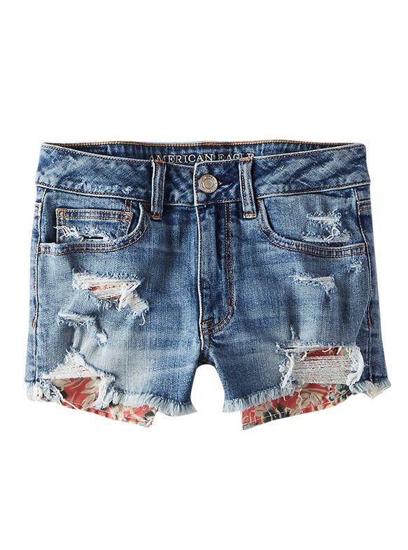 L'obsession du moment: le short en jean. LOULOUmagazine.com s'est inspirées des plus beaux looks pour vous préparer un shopping 100 % denim.