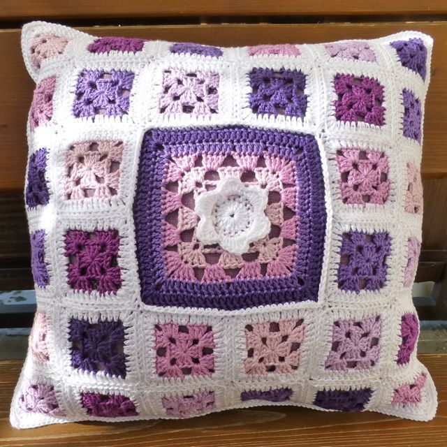 Granny Square Pillow from stefanella | Granny square Projekte ...