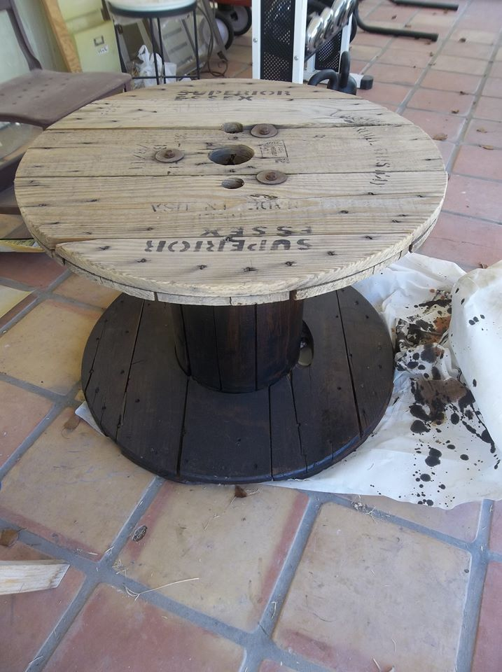Turn a cable reel into a desk