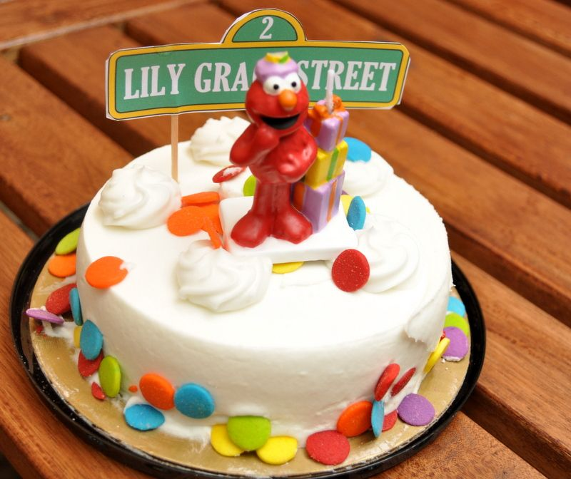 Elmo Cake She Used A Color Scheme With Sesame Street Accents