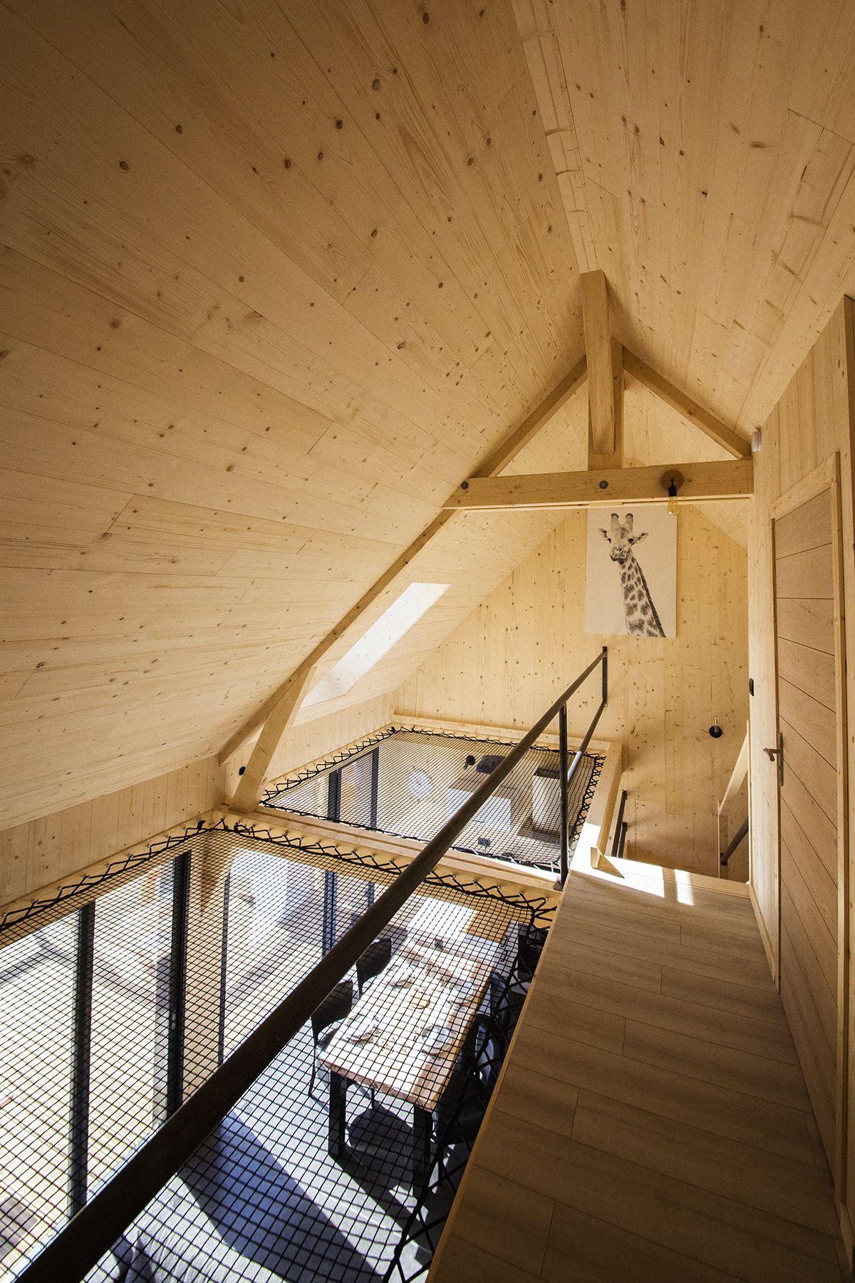 Une Maison En Bois Pleine De Ressources Filet D Habitation Maison Triangulaire Maison Bois