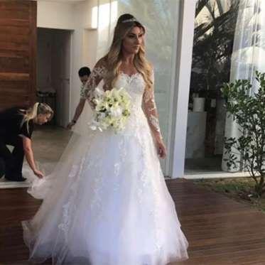 Lucas Sanderi é o estilista que realiza os sonhos das estrelas. Ele desenha vestidos de casamento que parecem verdadeiras obras de arte. Alguns modelos abaixo acompanhado de sugestões Clube925 &nbs…