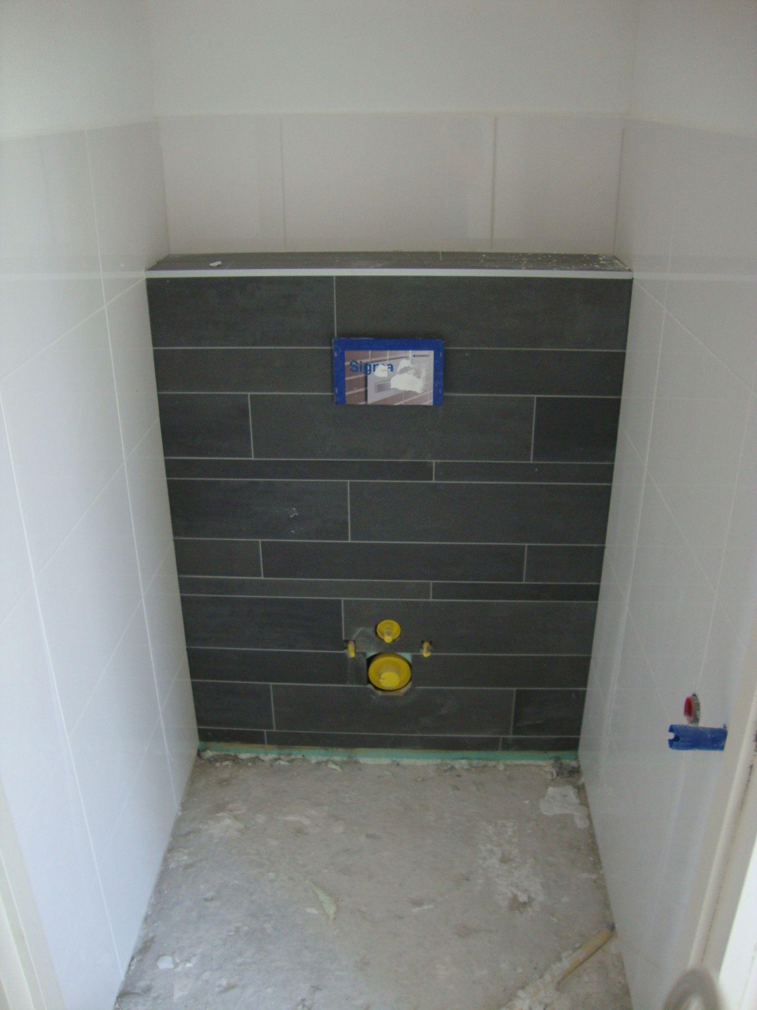 klik om te sluiten badkamer toilet pinterest witte tegels