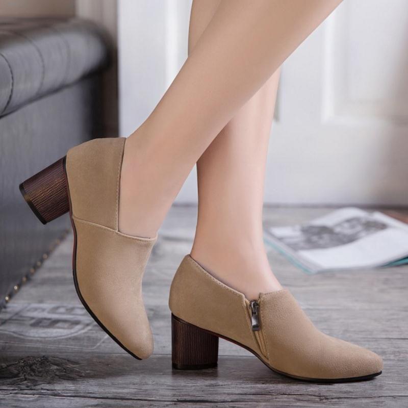 1c6db43c COP$114.000 Zapatos casuales cerrados de tacón medio cuadrado para mujer