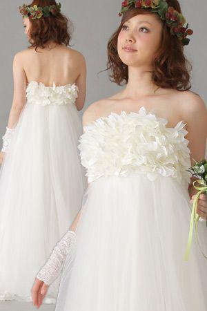 90a6c9cdfe02d ウエディングドレス 二次会ドレス 胸元を花で飾ったチュールのエンパイアライン ウェディングドレス