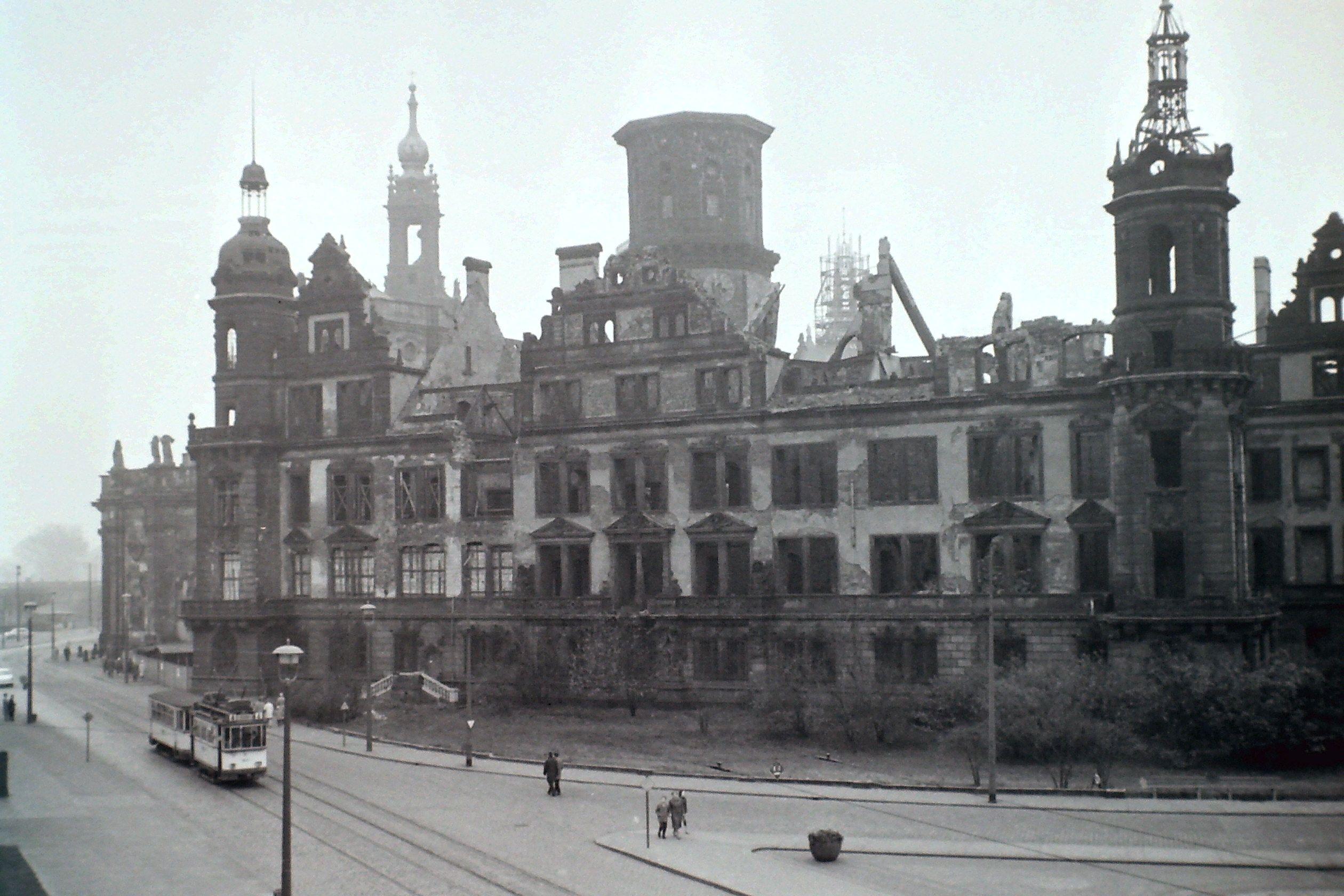 Die Ruine Des Residenzschloss In Dresden Dresden Ruinen Zeitreise