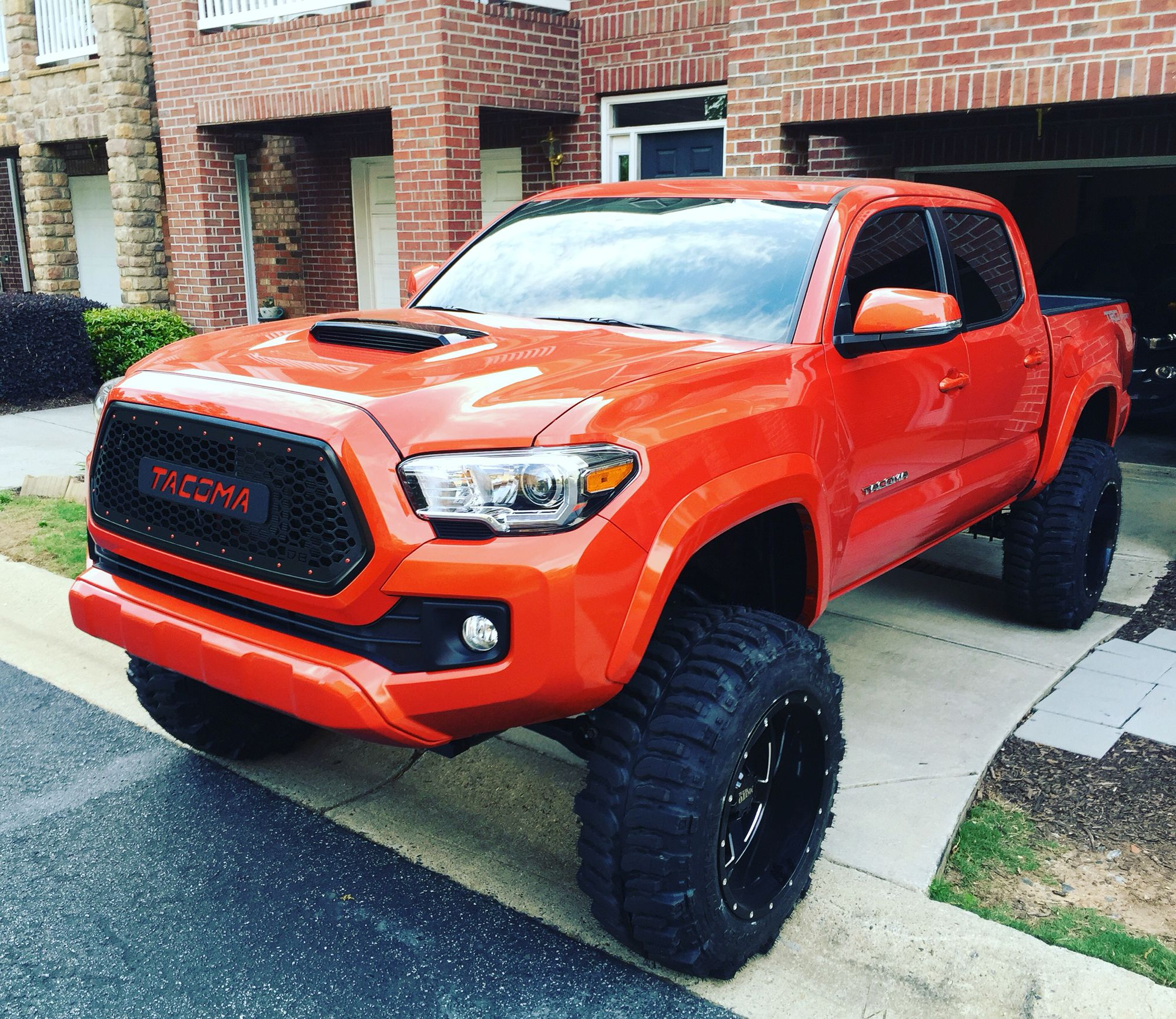 """8 5"""" lift with 35x12 50x20 boggers Trucks"""