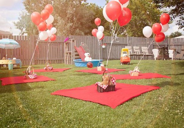 Balloons And Blankets For Picnic Party Idea