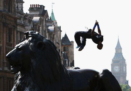 Free Jumper in Trafalgar Square | LBC